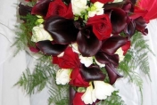 Trailing wedding bouquet with red and white roses and burgundy calla lilies and fern